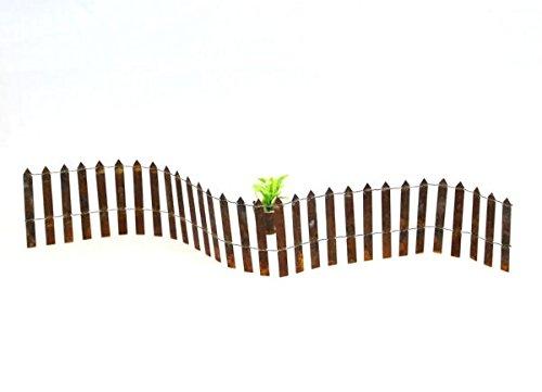 Rusty Miniature Folding Wire Picket Fence